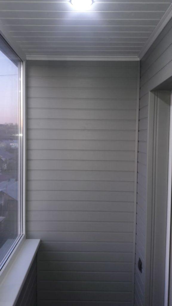 Древ 13 - пример работ по отделки стен на балконе 03