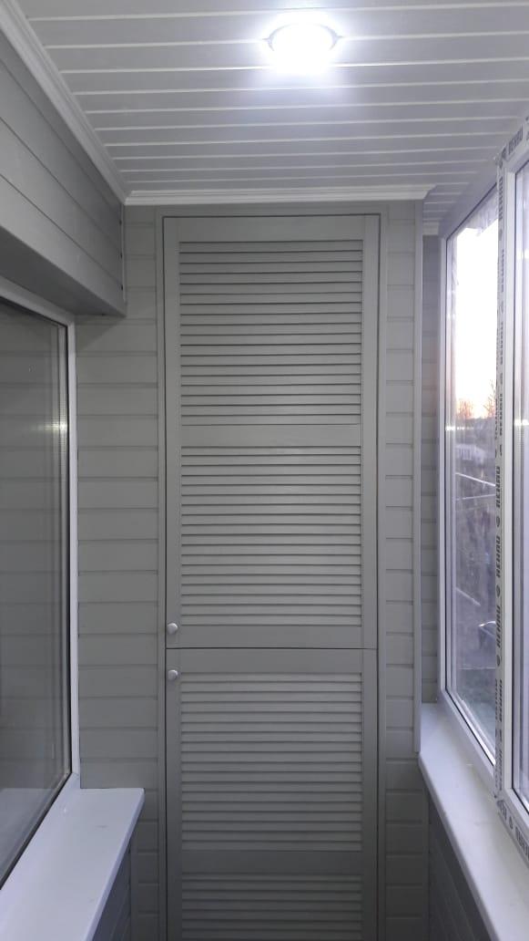 Древ 13 - пример работ по отделки стен на балконе 02