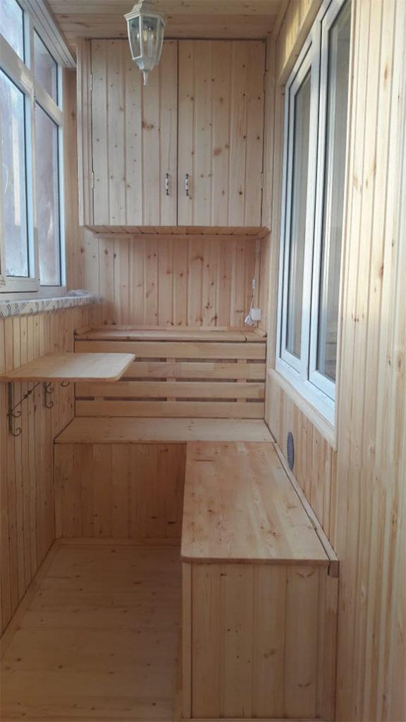 Древ 13 - пример работ по отделки пола и стен на балконе 077