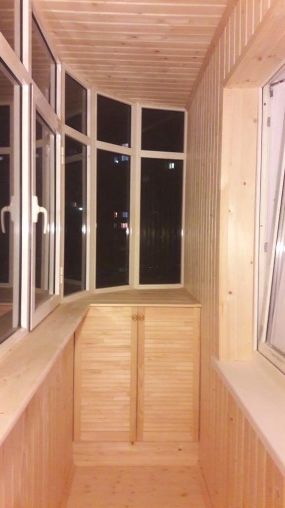 Древ 13 - пример работ по отделки пола и стен на балконе 09
