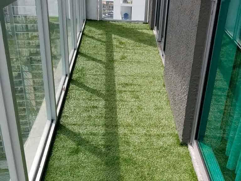 Отделка пола на балконе ковролином